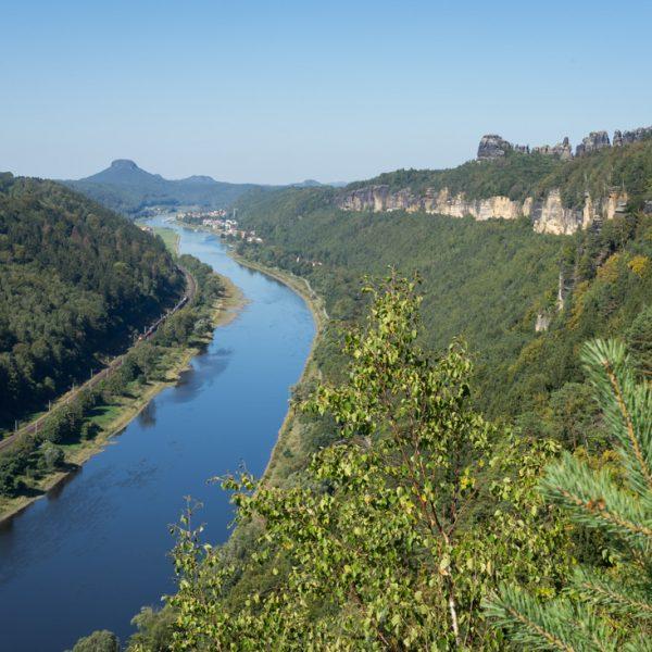 Aussicht von der Kleinen Bastei in Richtung Schrammsteine und Lilienstein