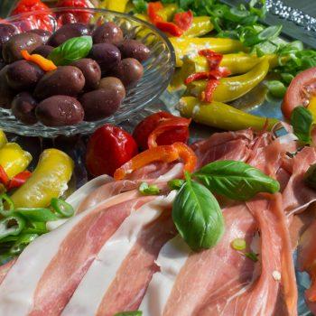 gemischte Antipasti und Gemüse für das Buffet