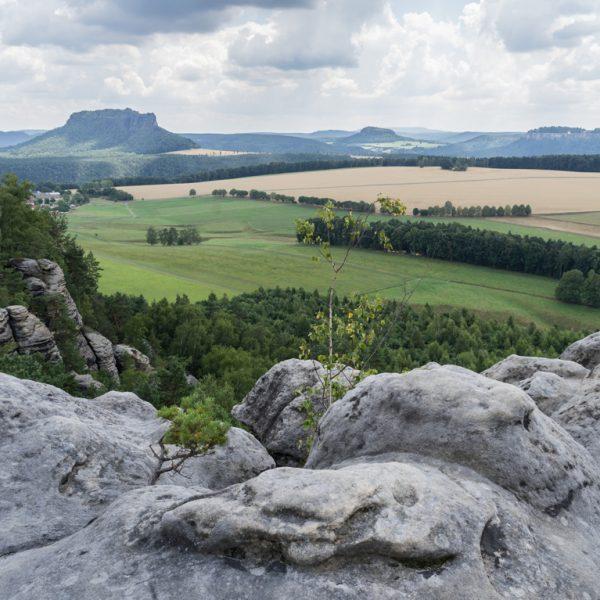 Ausblick vom Rauenstein zum Lilienstein und zur Festung Königstein