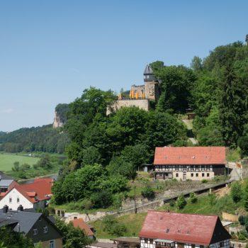 Ausblick auf die Burg Altrathen und in Richtung Bastei im Hintergrund
