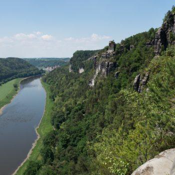 Ausblick von der Bastei auf die Elbe und in Richtung Wartturm