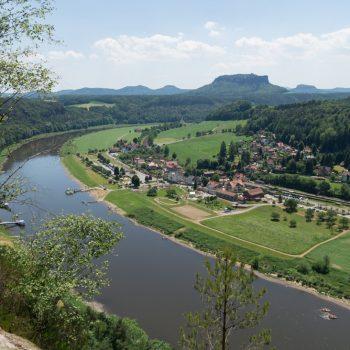 Ausblick von der Bastei auf Rathen und den Lilienstein
