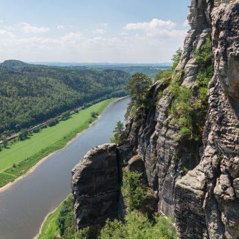 Ausblick von der Basteibrücke in das Elbtal
