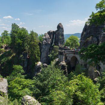 Ausblick auf die Basteibrücke, die Schlucht (Mardertelle) und das Neurathener Felsentor