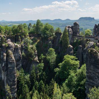 Ausblick auf die Basteibrücke, Elbsandsteingebirge