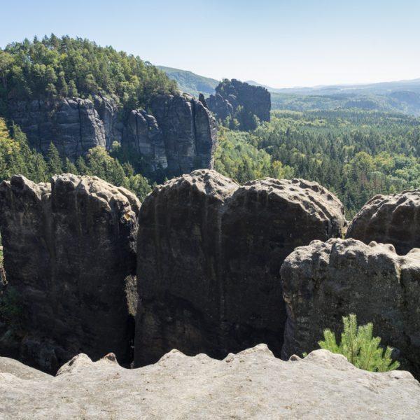 Breite Kluft Aussicht, Blick auf die Kletterfelsen