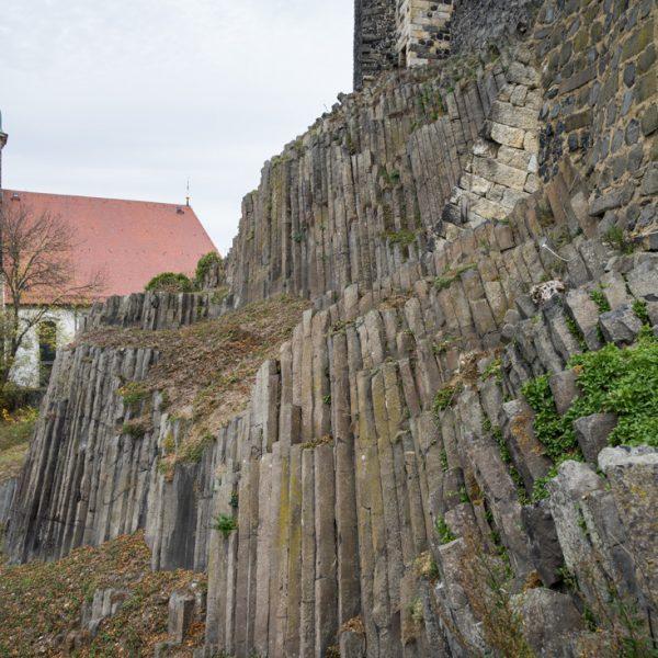 schlanke Basaltsäulen der Burg Stolpen