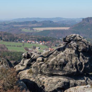 Panoramablick vom Papststein auf die Festung Königstein und den Lilienstein