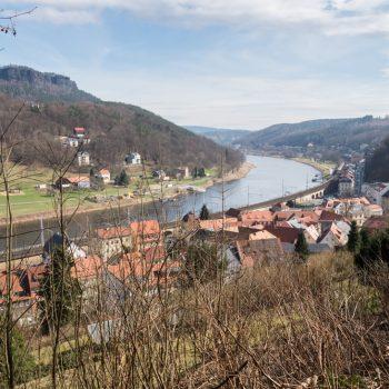 Aufstieg zur Festung Königstein, Ausblick vom Malerweg in Richtung Lilienstein und Elbe