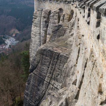Steilwände und Beobachtungsturm der Festung Königstein