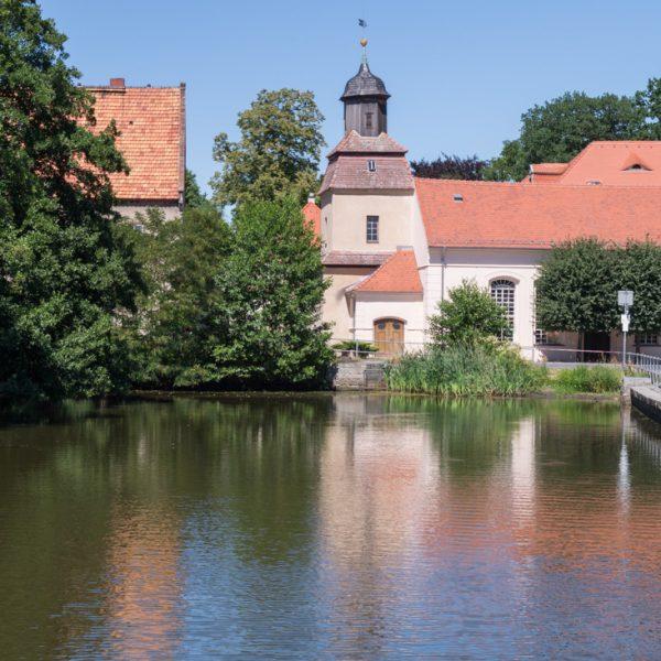 Kirche und Teich in Berbisdorf