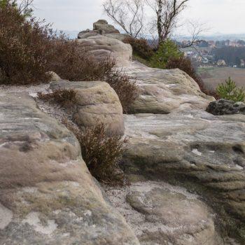 Spuren der Verwitterung am Sandstein, auf dem Gipfel des Gamrigs