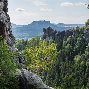 Ausblick vom hinteren Gansfels in Richtung Bastei, Mönch und Lilienstein