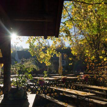 herbstliche Morgenstimmung im Biergarten Heidemühle