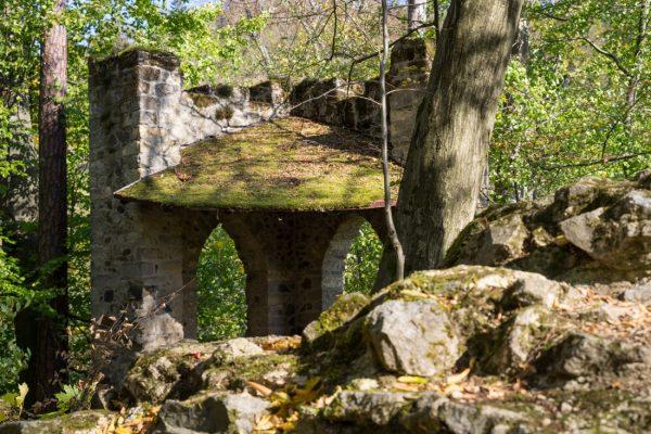 künstliche Ruine mit Rastplatz, Goßdorfer Raubschloss