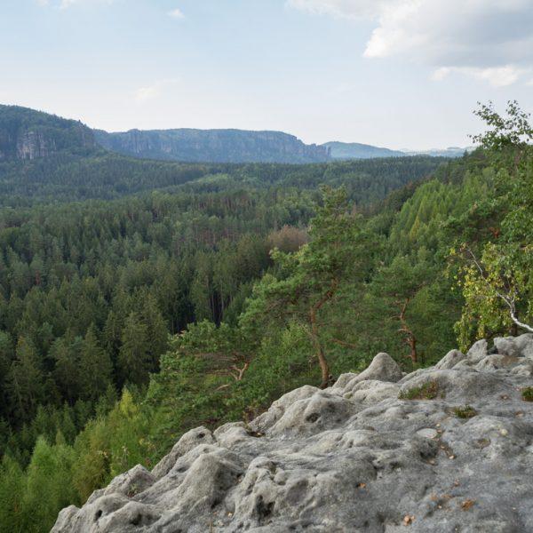 Ausblick von der Westseite des Großen Lorenzstein in die Affensteine