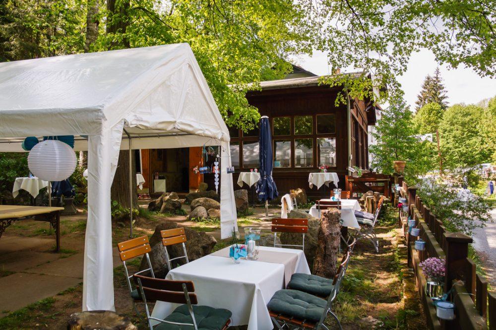 Rustikal Feiern Im Wald Mit Allen Sinnen Die Natur Geniessen