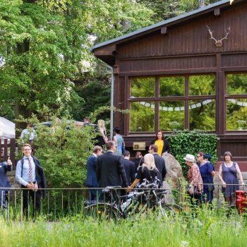 Ankunft zur Hochzeitsfeier in der Jägerbaude, Heidemühle