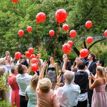 Hochzeitsfeier in der Heidemühle, Ballons steigen in die Luft