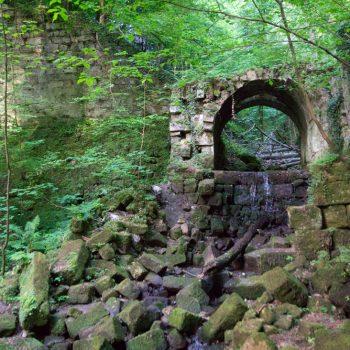 Mauerreste im Schindergraben
