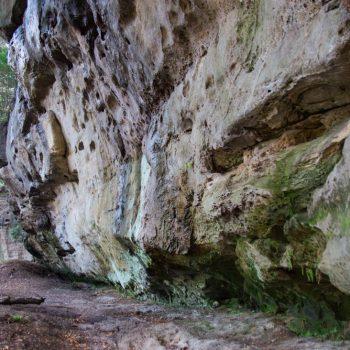 schroffe Felswand am Halbenweg
