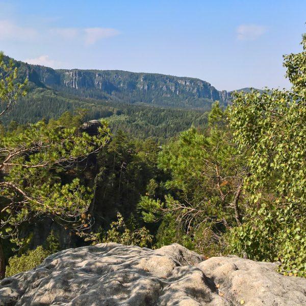 Blick vom Gipfel des Kleinen Lorenzstein in Richtung Affensteine