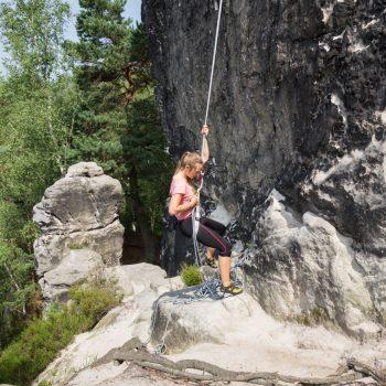 Gamrig, Klettern an der Gamrigscheibe, Abseilen im Elbsandsteingebirge