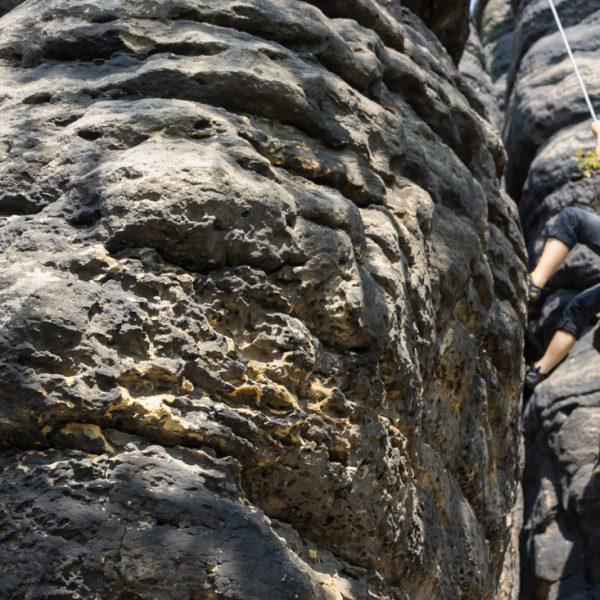 Struktur des Sandstein und Abseilen am Pfaffenkopf, Pfaffenstein