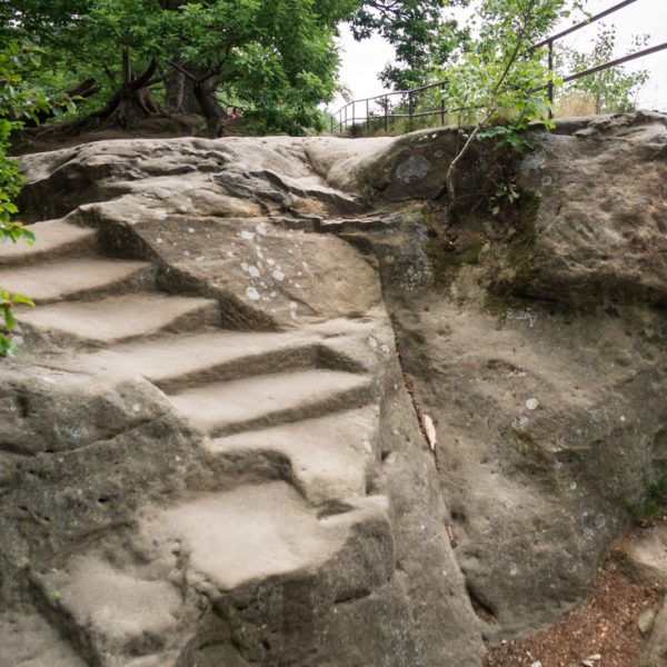 alte Treppenstufen auf dem oberen Felsplateau, Wanderung Kuhstall