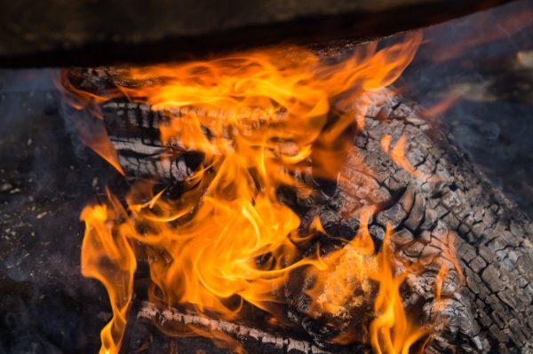Flammen, Momentaufnahme am Lagerfeuer