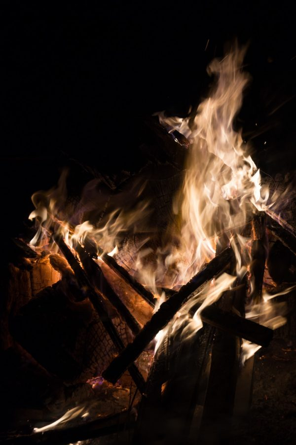Flammen am Lagerfeuer