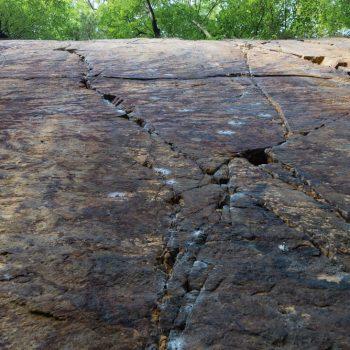 Felswand mit Riss im Klettergarten, Liebethaler Grund