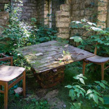 Sitzgruppe im Herzen der Ruine, E-Werk Copitz im Liebethaler Grund