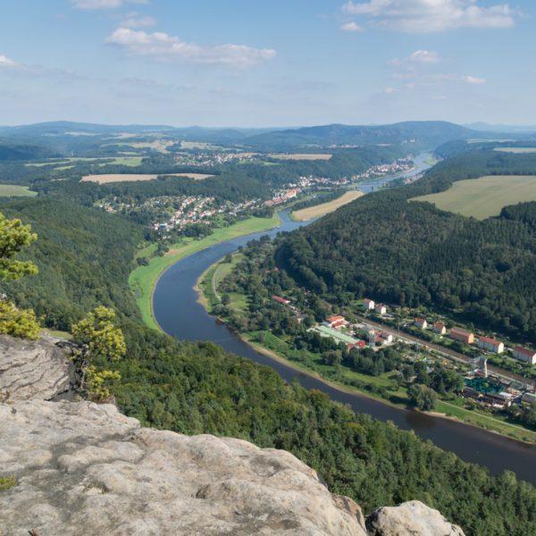 Ausblick vom Lilienstein auf die Elbe und Bad Schandau
