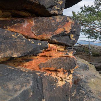 farbiger Sandstein auf dem Lilienstein
