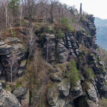 Auf dem Lilienstein mit Blick auf den Wettin-Obelisk