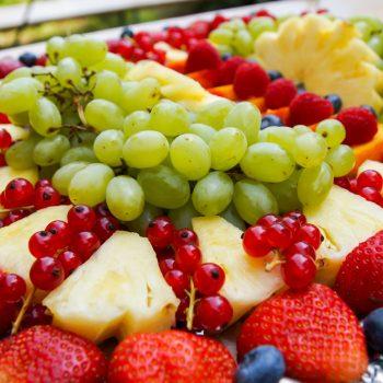 gemischte Obstplatte für das Buffet