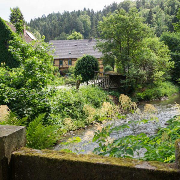Blick auf die Heeselichtmühle im Polenztal