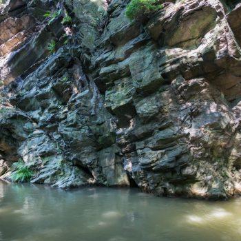 steile Felswand des Trompeterfels, Rabenauer Grund