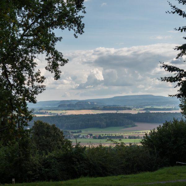 Ausblick von der Schönen Höhe zum Lilienstein und zur Festung Königstein