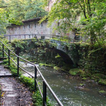 Bogenbrücke und Ruine der Lochmühle, Liebethaler Grund