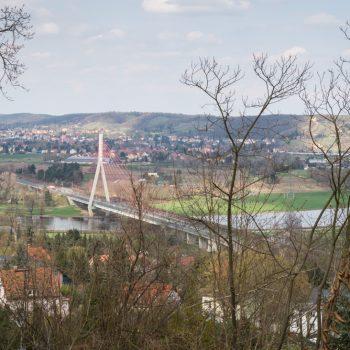 Ausblick auf die Elbbrücken bei Niederwartha und die Radebeuler Weinhänge