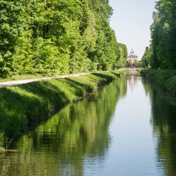 auf der Sichtachse zwischen Schloss Moritzburg und dem Fasanenschlösschen, Spiegelung im Kanal