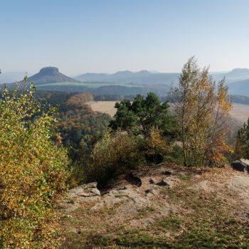Ausblick vom Kleinen Bärenstein auf die Tafelberge, Lilienstein und Festung Königstein