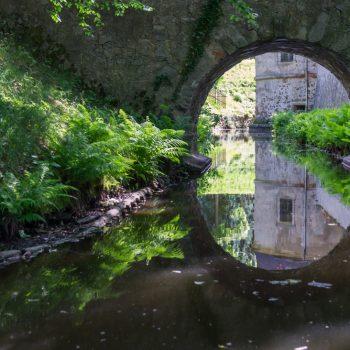 Spiegelung im Schlossgraben, Schloss Hermsdorf