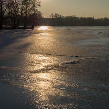 Reflexion des Sonnenlichtes auf einer Eisfläche
