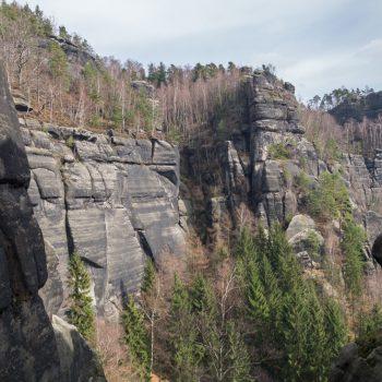 Aufstieg Schrammsteine, Blick auf den zerklüfteten Sandstein