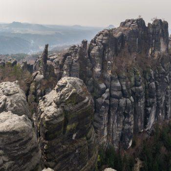 Schrammsteinaussicht, ein zerklüftetes Felsmassiv
