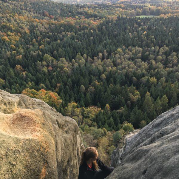 Klettern am Falkenstein, Schusterweg mit Ausblick in Richtung Affensteine