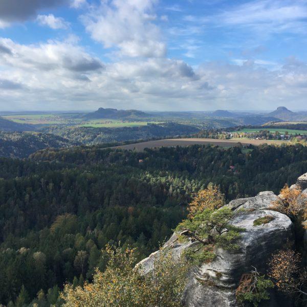 Aussicht vom Gipfel des Falkenstein zum Lilienstein